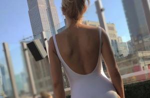 Elodie Gossuin : Silhouette longiligne pour une photo déjantée à la plage