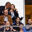 Valérie Trierweiler et son nouveau compagnon Romain Magellan s'embrassent dans les tribunes de la finale du Top 14 français entre Montpellier et Castres au Stade de France à Paris, le 2 juin 2018.