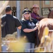 Debbie Rowe, l'ex de Michael Jackson qui ''veut'' ses enfants, est tranquille dans son ranch... avec ses chevaux !