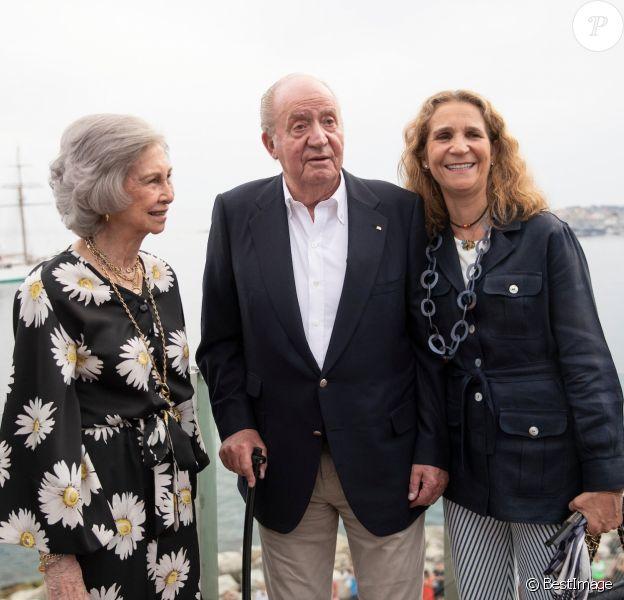 Le roi Juan Carlos Ier, sa femme la reine Sofia et leur fille l'infante Elena d'Espagne à Sanxenxo en Espagne, le 12 juillet 2019.