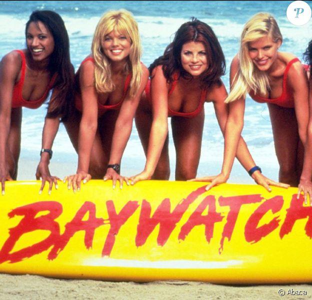 Traci Bingham, Donna D'errico, Yasmin Bleeth, Gena Lee Nolin et Nancy Valen, héroïnes d'Alerte à Malibu. Los Angeles, octobre 1997.