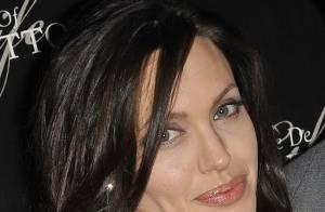 Angelina Jolie et sa mère : une ressemblance impressionnante ! Regardez !