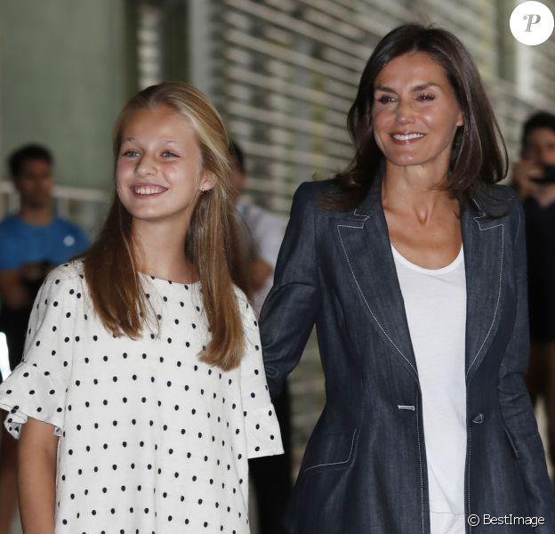La reine Letizia d'Espagne et sa fille aînée la princesse Leonor des Asturies ont rendu visite le vendredi 30 août 2019 au roi Juan Carlos Ier à l'hôpital Quiron près de Madrid durant sa convalescence après un triple pontage coronarien.
