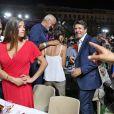 """Christian Estrosi rencontre les convives lors de """"Lou Festin Nissart"""", le grand banquet populaire organisé dans le jardin Albert 1er à Nice par l'association des Amis du Maire, le 30 août 2019. © Bruno Bebert / Bestimage"""