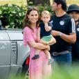 Kate Middleton, duchesse de Cambridge, et le prince Louis de Cambridge lors d'un match de polo disputé par le prince William à Wokinghan dans le Berkshire le 10 juillet 2019.