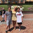 Britney Spears pose avec ses fils à Disneyland, le 5 août 2019