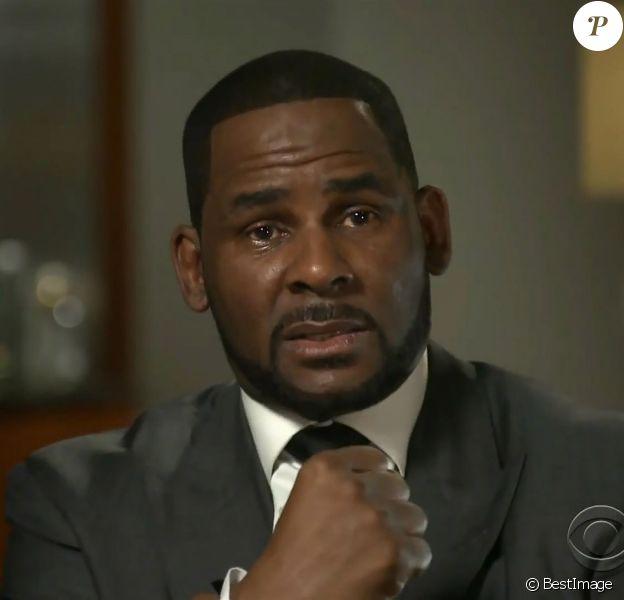 Le chanteur de RnB et producteur américain R. Kelly (Robert Sylvester Kelly), furieux et en larmes, dément les accusations de pédophilie, séquestration et d'agressions sexuelles dans une interview à la matinale de la chaîne américaine CBS, à Chicago, Illinois, Etats-Unis, le 6 mars 2019.