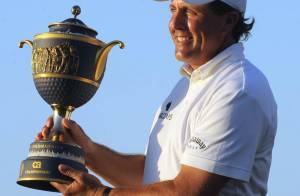 Sale période pour Phil Mickelson, le grand rival de Tiger Woods : sa femme et sa mère sont atteintes d'un cancer du sein...