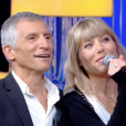 """Nagui et sa compagne Mélanie Page dans """"N'oubliez pas les paroles"""", France 2."""