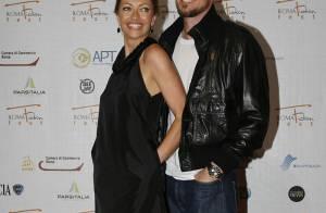 Eric Dane pose avec sa belle Rebbeca Gayheart... mais ne laisse pas tomber son copain Justin Chambers !