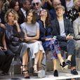 Elisa Sednaoui, Tina Kunakey et Barbara Palvin au défilé Giorgio Armani, collection prêt-à-porter printemps-été 2020, à Milan. Le 21 septembre 2019.