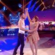 Liane Foly embrasse son partenaire- Soirée de la love night pour le second prime de Danse avec les stars 2019- Samedi 28 septembre 2019.