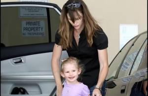 Violet a retrouvé son sourire et Jennifer Garner a fait un effort vestimentaire ! Incroyable... mais vrai !