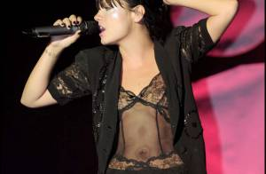 L'étonnant strip tease de Lily Allen lors de son dernier concert...