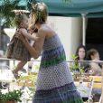Alessandra Ambrosio et son chéri Jaime Azur promène leur fille Anja Louise sous le soleil de Los Angeles
