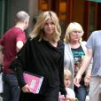 Heidi Klum, sa fille Leni, son fils Johan, sa maman Erna et la nounou sortent du Pitti Bar, à New York. Juillet 2009