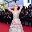 Elle Fanning à la montée des marches de la soirée du 70ème Anniversaire du Festival International du Film de Cannes, le 23 mai 2017. © Giancarlo Gorassini/Bestimage