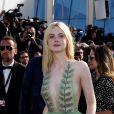 """Elle Fanning - Descente des marches du film """"How To Talk To Girls at Parties"""" lors du 70ème Festival International du Film de Cannes. Le 21 mai 2017. © Borde-Jacovides-Moreau/Bestimage"""
