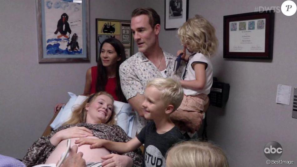 """James Van Der Beek a révélé que sa femme est enceinte de leur sixième enfant dans l'émission """"Dancing With The Stars"""". Le 7 octobre 2019."""