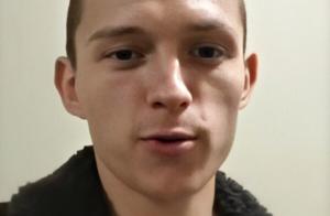 Tom Holland (Spider-Man) se rase la tête et devient le sosie d'Eminem
