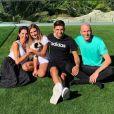 Enzo Zidane pose entouré de sa compagne Karen Gonçalves et ses parents Véronique et Zinédine Zidane. Photo publiée sur Instagram le 14 octobre 2019.
