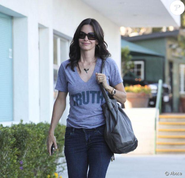 Courteney Cox se promène dans Malibu, le 14 juillet 2009.
