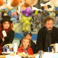 """Tim Burton et Helena Bonham Carter emmenent leurs enfants Billy Raymond et Nell dans la fete foraine """"Hyde Park Winter Wonderland"""" a Londres le 21 novembre 2013."""