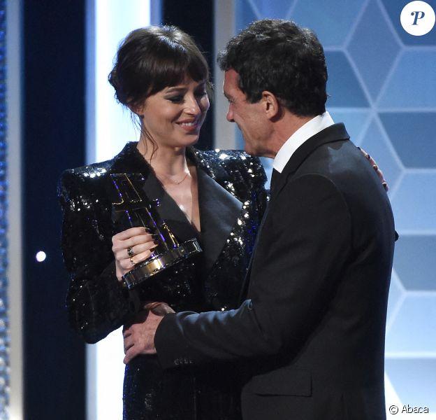 """Dakota Johnson et Antonio Banderas lors des """"23e Hollywood Film Awards"""" à l'hôtel Beverly Hilton, à Los Angeles. Le 3 novembre 2019."""