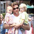 Tori Spelling avec son mari Dean McDermott et leurs enfants à Malibu le 18 juillet 2009
