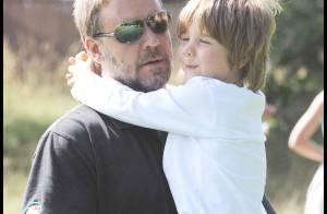 Russell Crowe, le prince des voleurs...en pause familiale avec sa femme et ses deux petits !