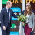 """Le prince William et Kate Middleton quittent l'événement organisé par l'association """"Shout"""" pour le lancement de leur nouveau système de volontariat au théâtre """"Troubadour White City"""" à Londres, le 12 novembre 2019."""