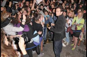 Quand Jude Law sort à Londres... c'est toujours assailli de centaines de groupies !
