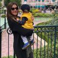 """Hélène de """"Koh-Lanta 2003 et son fils à Disneyland Paris, le 2 juillet 2019"""