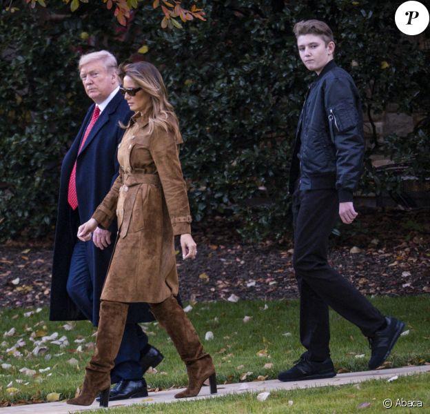 Donald Trump, sa femme Melania et leur fils Barron Trump quittent la Maison Blanche pour passer les vacances de Thanksgiving en Floride, le 26 novembre 2019 à Washington.