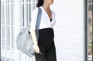 Camila Alves : Un look noir et blanc pour vous montrer son ventre rond... trop sexy !