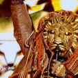 """Portrait et performance du Lion, personnage de """"Mask Singer"""", sur TF1."""