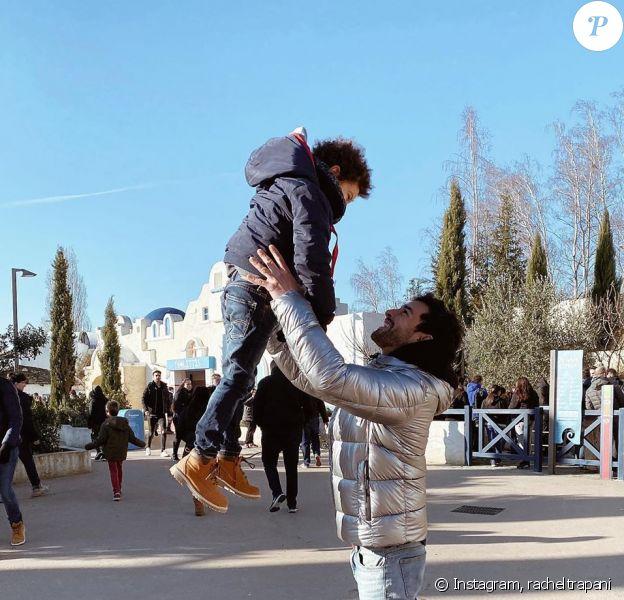 Rachel Legrain-Trapani a partagé les coulisses de sa virée en famille au Parc Astérix. Instagram, le 30 décembre 2019. Ici son fils Gianni avec son chéri Valentin Léonard.