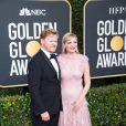Kirsten Dunst et son compagnon Jesse Plemons - Photocall de la 77e cérémonie annuelle des Golden Globe Awards au Beverly Hilton Hotel à Los Angeles. Le 5 janvier 2020.