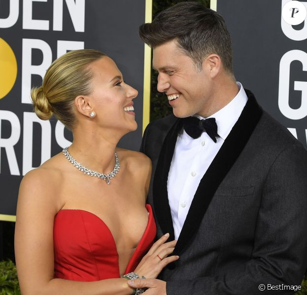 Scarlett Johansson et son fiancé Colin Jost - Photocall de la 77e cérémonie annuelle des Golden Globe Awards au Beverly Hilton Hotel à Los Angeles. Le 5 janvier 2020.