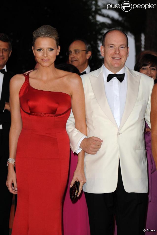 Charlene Wittstock et le Prince Albert très complices au 61e gala de la Croix Rouge à Monaco vendredi 31 juillet
