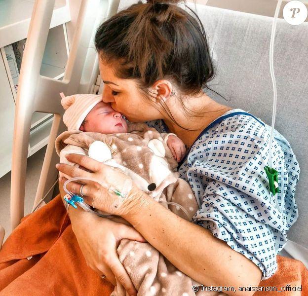 Anaîs Sanson avec sa fille Lila à l'hôpital, le 1er janvier 2020, sur Instagram