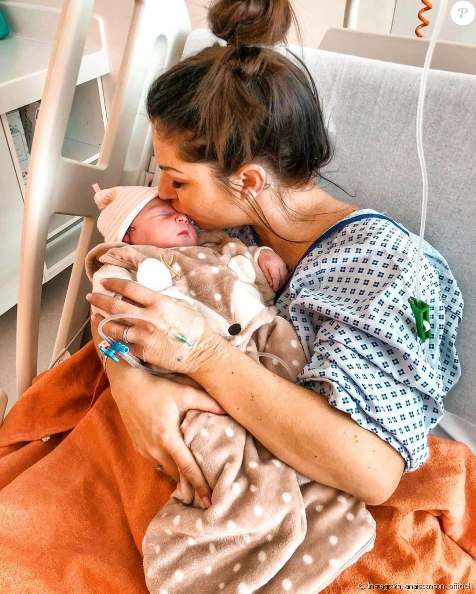 Anais Sanson Nue anaîs sanson avec sa fille lila à l'hôpital, le 1er janvier