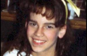 De l'adolescente boutonneuse à la star mondiale... Mais qui se cache derrière ce petit noeud jaune ?