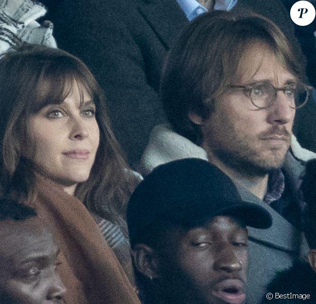 Mathieu Vergne et sa femme Ophélie Meunier dans les tribunes lors du match de Ligue 1 opposant le Paris Saint-Germain à l'AS Monaco au Parc des Princes à Paris, France, le 12 janvier 2020. Le PSG fait match nul face à l'AS Monaco (3-3).