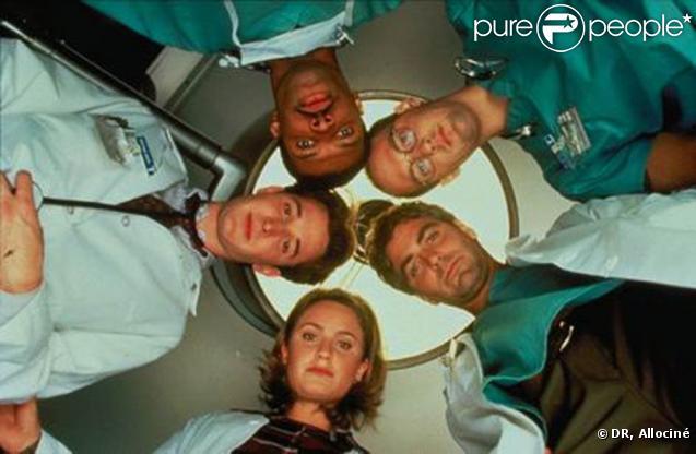 En 1994, lorsque la série est diffusée sur la chaîne américaine NBC, personne ne croit en son succès. Heureusement, des acteurs comme Georges Clooney, Anthony Edwards, Eriq la Salle, Noah Wyle et Sherry Stringfield vont prouver le contraire.
