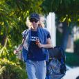 Exclusif - Anna Faris traverse une intersection en courant à Los Angeles le 21 novembre 2019.