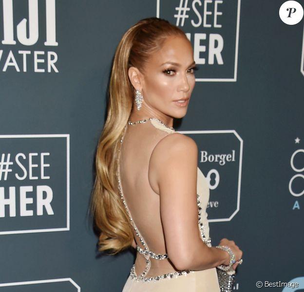 Jennifer Lopez lors de la 25ème édition de la soirée des Critics Choice Awards au Barker Hangar à Santa Monica, Los Angeles, Californie, Etats-Unis, le 12 janvier 2020.