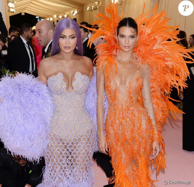 """Kylie Jenner et Kendall Jenner - Arrivées des people à la 71ème édition du MET Gala sur le thème """"Camp: Notes on Fashion"""" au Metropolitan Museum of Art à New York, le 6 mai 2019"""