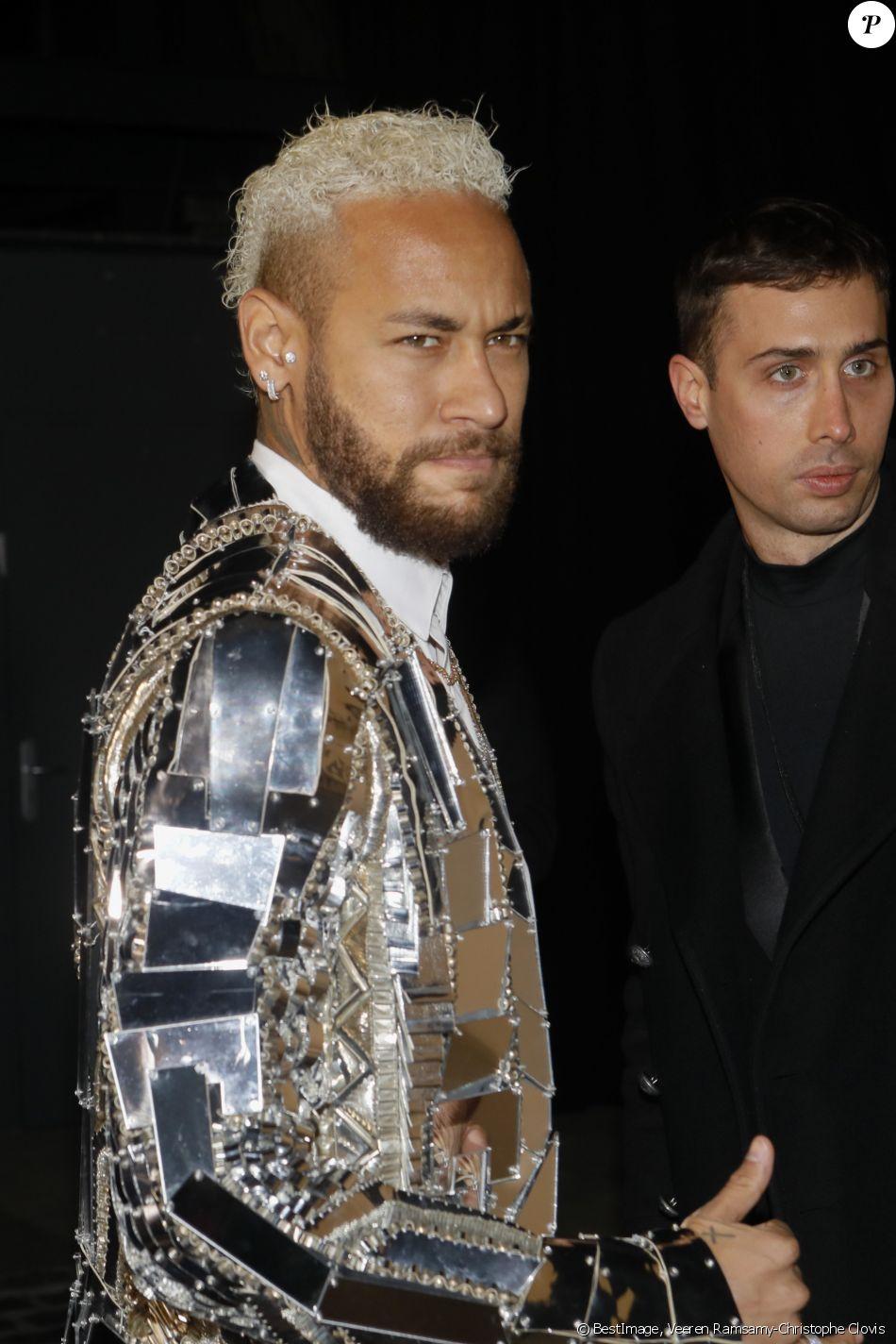 Neymar Jr assiste au défilé de mode Homme automne-hiver ...