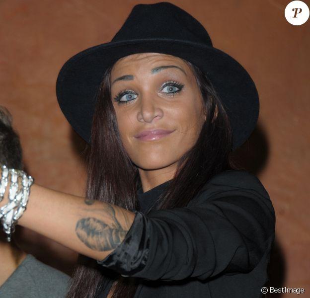 """Julia Paredes - Les candidats des """"Anges 7"""" font la fête au Barrio Latino en 2015."""